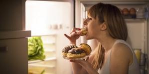 Zašto jedemo kasno navečer