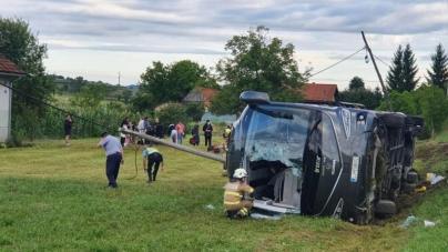 Autobus sa bh. državljanima prevrnuo se kod Karlovca, najmanje šest povrijeđenih