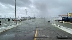 """Uragan """"Hanna"""" pogodio Teksas: Vjetar od 145 km/h nosi krovove s kuća"""