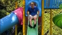 Milorad Dodik se vratio u djetinjstvo u igri na toboganu (VIDEO)