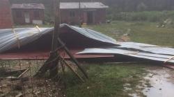 U Slavonskom Brodu vjetar nosio krovove
