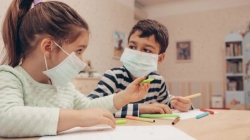 Nedoumica koja muči roditelje: Da li maske ometaju djecu u učenju
