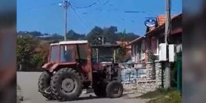 Gračanica: Traktorom srušio ogradu komšiji nakon svađe (VIDEO)
