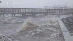 Uragan Delta srušio brojne kuće i ostavio stotine hiljada Amerikanaca bez struje