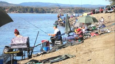 "/VIDEO/ Takmičenje na jezeru Modrac ""Lov ribe udicom na plovak"""
