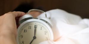 Loša strana vraćanja sata: Kako ostati pozitivan kada noći traju duže