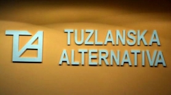 Tuzlanska Alternativa oštro osuđuje gnusni čin ispisivanja poruka mržnje na automobilu Žarka Vujovića