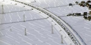 Hiljadu ljudi ostalo zaglavljeno na autoputu u Japanu usljed jake snježne oluje