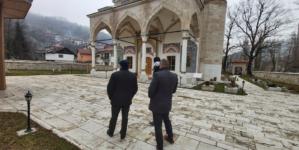 Pucali u munaru džamije Aladža u Foči