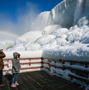 Bajkoviti prizori prirode: Nijagarini vodopadi usljed oluje okovani ledom