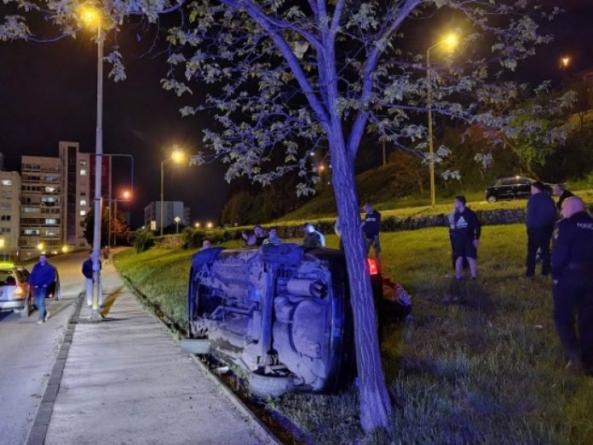 Jedna osoba poginula, a dvije povrijeđene u teškoj saobraćajnoj nesreći u Tuzli
