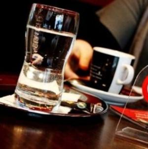 Zabrana konzumiranja cigareta u ugostiteljskim objektima donijeti će veliku štetu ugostiteljima