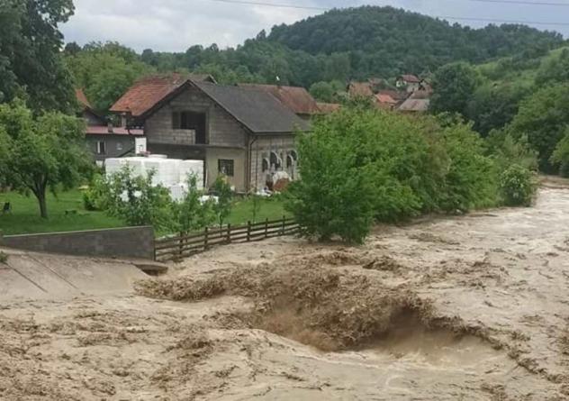 Kišno nevrijeme prouzrokovalo brojne nevolje u Tuzli