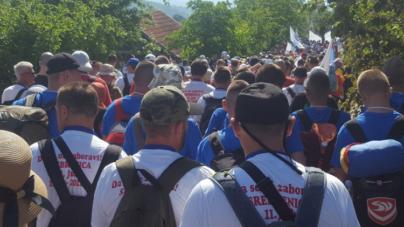 Više od 3.000 učesnika Marša mira iz Liplja nastavlja put prema Potočarima