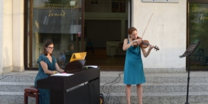 Brojni Tuzlaci uživali u klasici pod vedrim nebom na koncertu «Ljetna promenada 5»